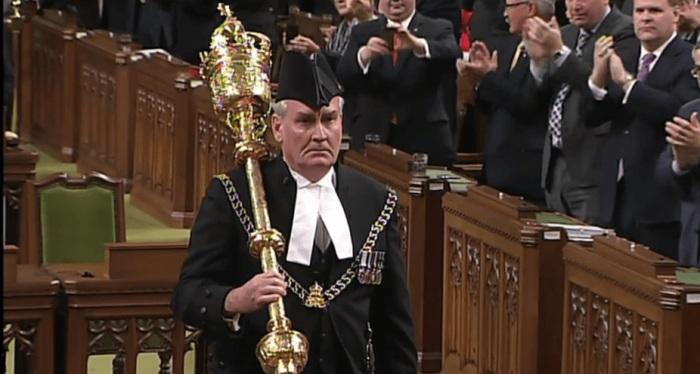 Вынос парламентского жезла - ритуал, прошедший сквозь века. | Фото: theconversation.com.